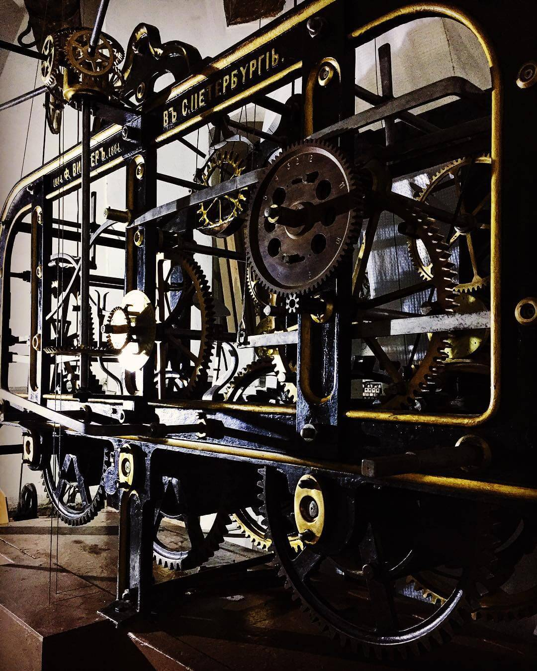 Часовой механизм фирмы «Ф.Винтеръ» внутри Думской башни